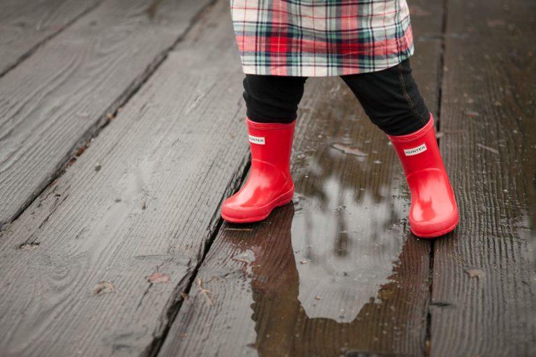 vancouver olympic village family photographer rainy day
