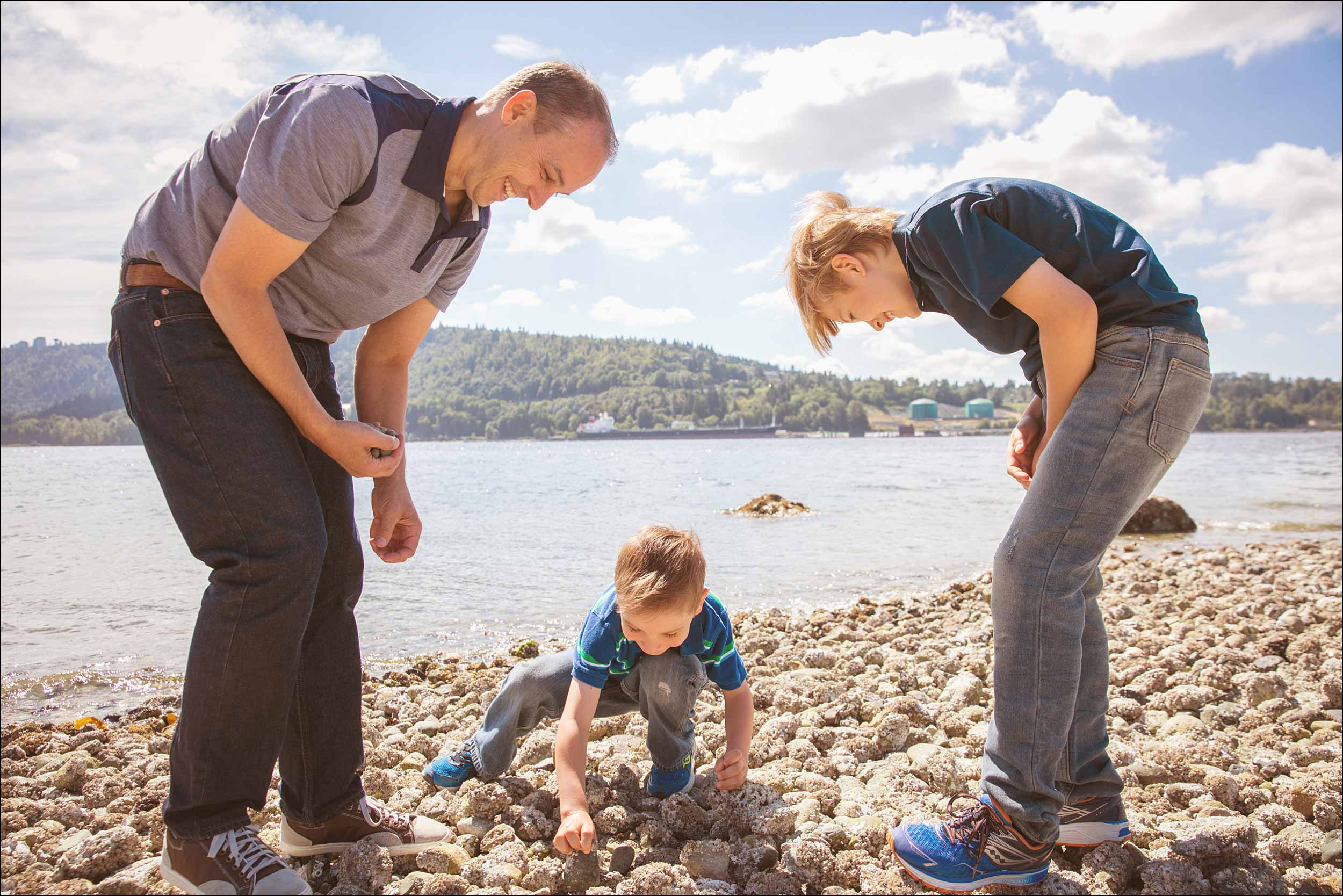 North Vancouver family photo session on the beach searching for crabs.